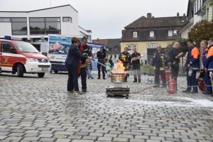 Bgmin Protzmann mit Feuerlöscher