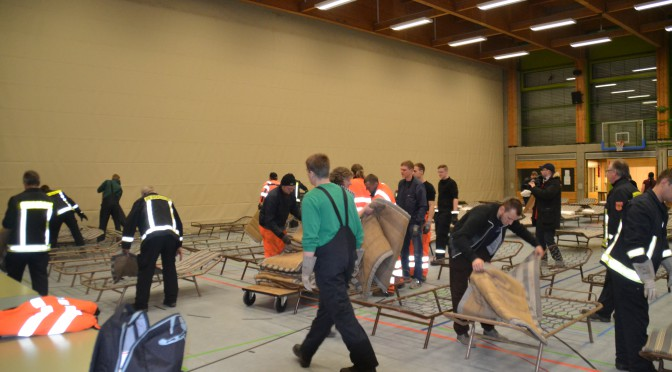 Einrichtung der Frankenhalle als Notunterkunft am 17.02.15