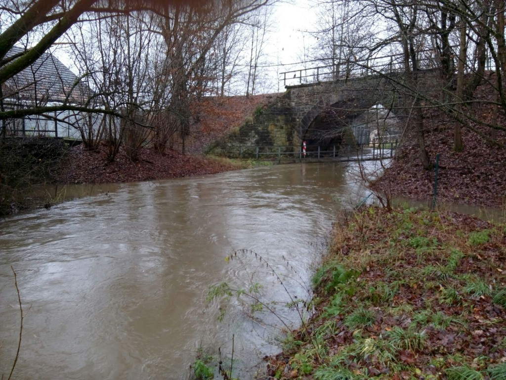 Hochwasser in der Röden im Bereich Gerätehaus