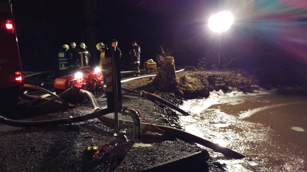 Brand einer Maschinenhalle Herbartsdorf Wasserentnahmestelle