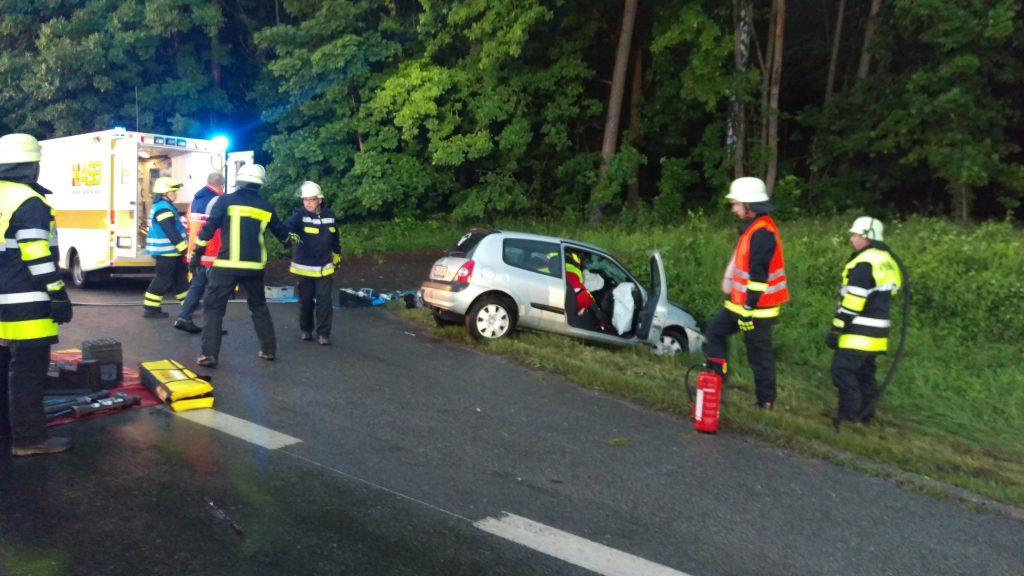 Verkehrsunfall mit eingeklemmter Person B4 Abfahrt Haarbrücken (1)