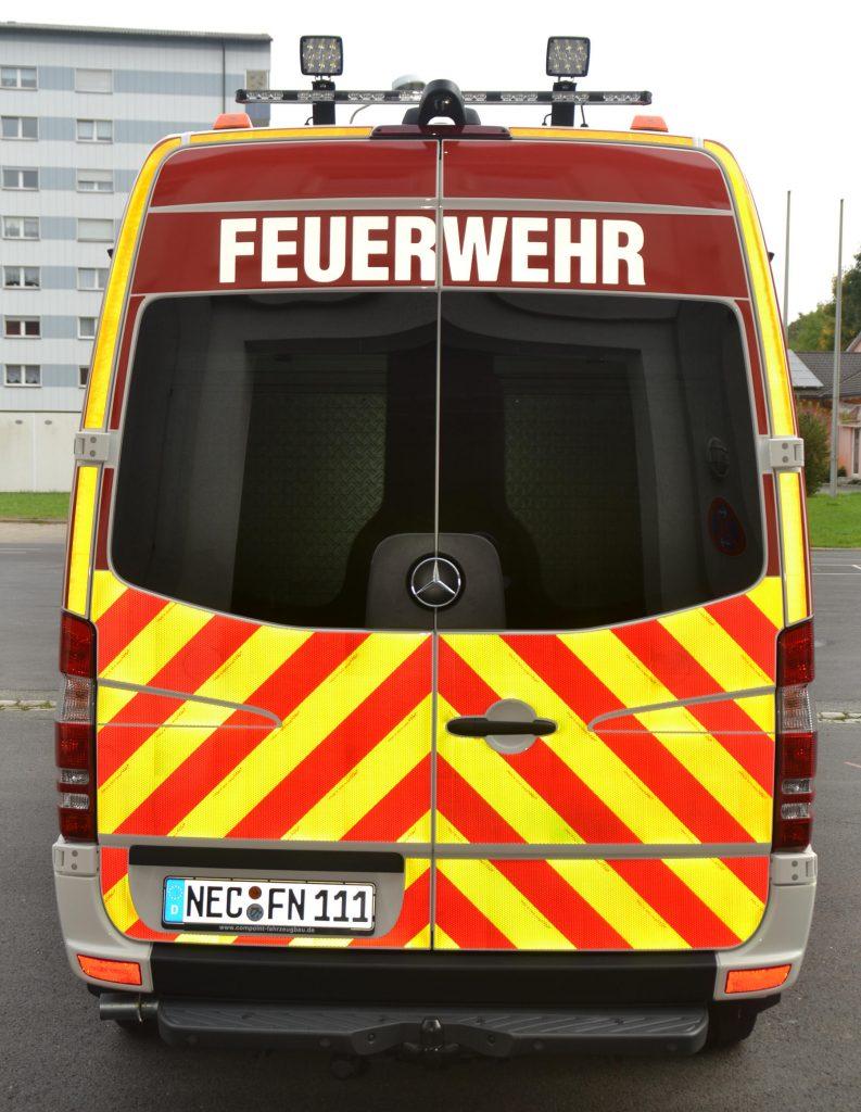 Heckansicht Mehrzweckfahrzeug der FF Neustadt