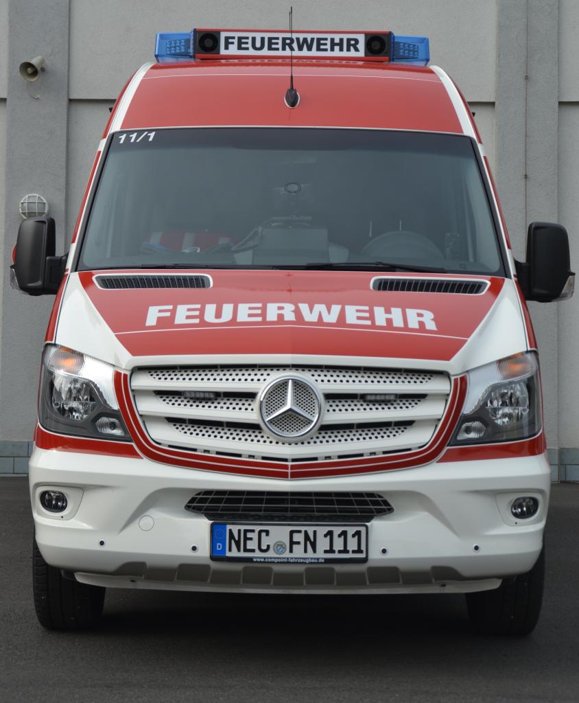 Frontansicht Mehrzweckfahrzeug der FF Neustadt